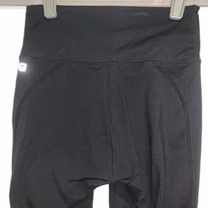 Fabletics Pants - Fabletics High-Waisted PowerHold💥 Capri
